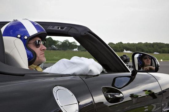 deity-David-Coulthard-catches-golf-ball-at-120mph-3.jpg
