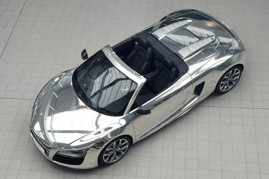 elton-john-with-chrome-audi-r8-spyder_4.jpg