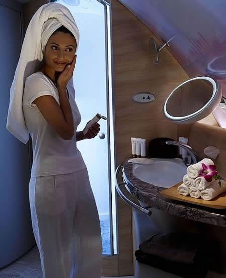 emirates_airbus_shower_2.jpg