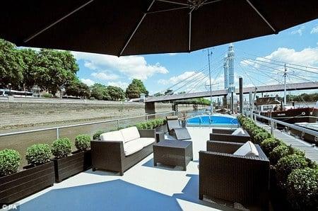 expensive_houseboat2.jpg