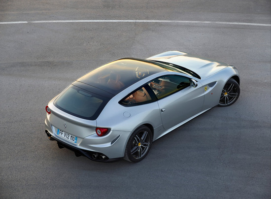 Ferrari FF will soon drive in with a full-length panoramic roof