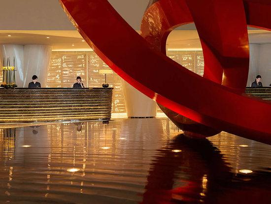 four-seasons-70th-floor-main-lobby.jpg