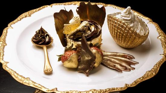 golden-phoenix-cupcake.jpg