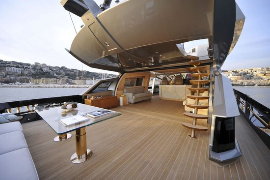 History supreme is the world 39 s most expensive yacht for 4 for Interior yates de lujo