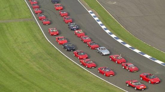 largest-parade-ferrari-cars-2.jpg