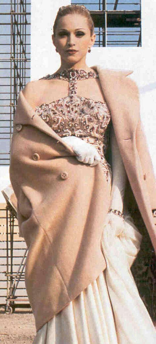 madona-dress-sale-at-BurJuman-1.jpg