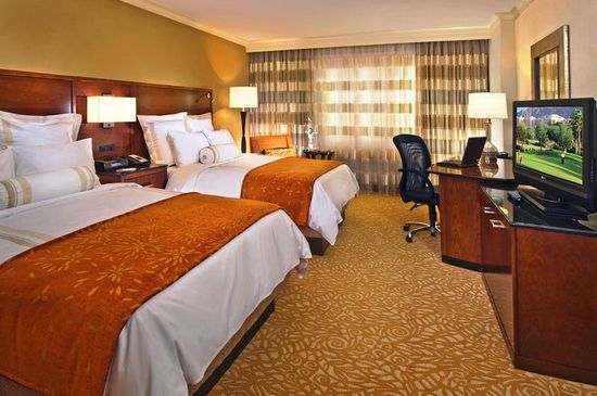 marriott_custom_guest_room_decor3.jpg