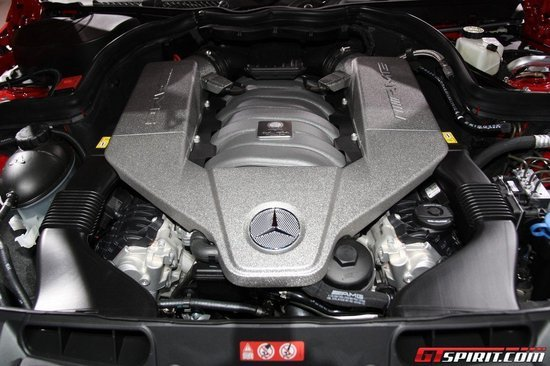 mercedes-benz-c63-amg-black-8.jpg