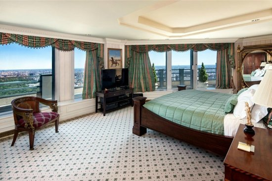 penthouse-master-bedroom.jpg