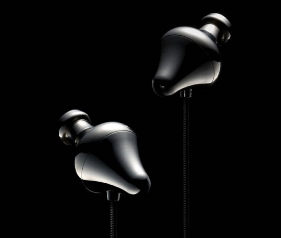 piano_forte_expensive_earphones2.jpg