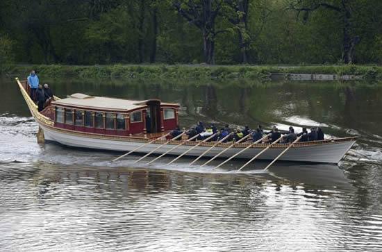 royal-barge-diamond-jubilee-2.jpg