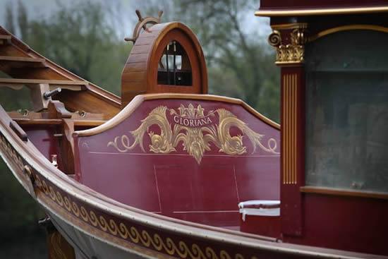 royal-barge-diamond-jubilee-3.jpg