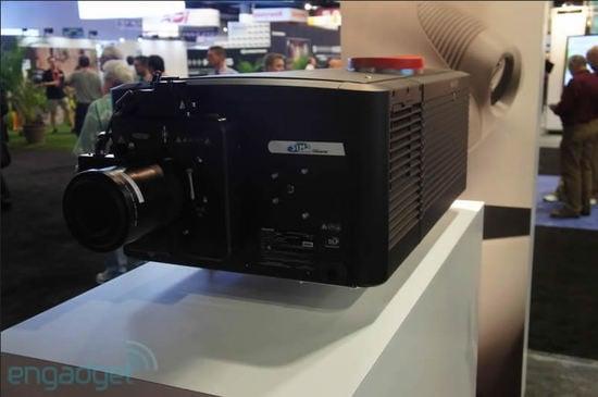 sim2-projector-2.jpg