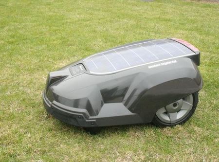 solar-powered_lawnmower_2.jpg