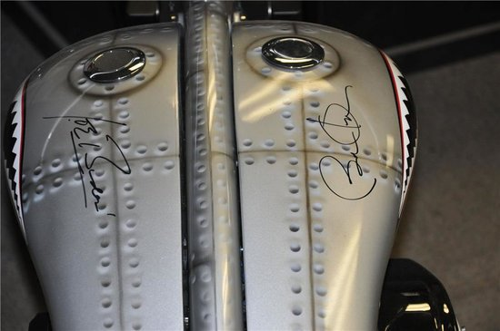 us-army-chopper-signed-by-obama-2.jpg