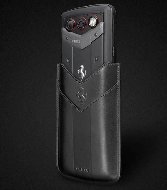 vertu_constellation_quest_ferrari_handset_3.jpg