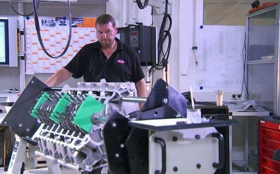 veyrons-engine-is-assembled-by-hand-in-a-tiny-room.jpg