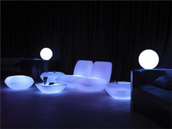 vondom-pillow-patio-furniture-lighted-2.jpg