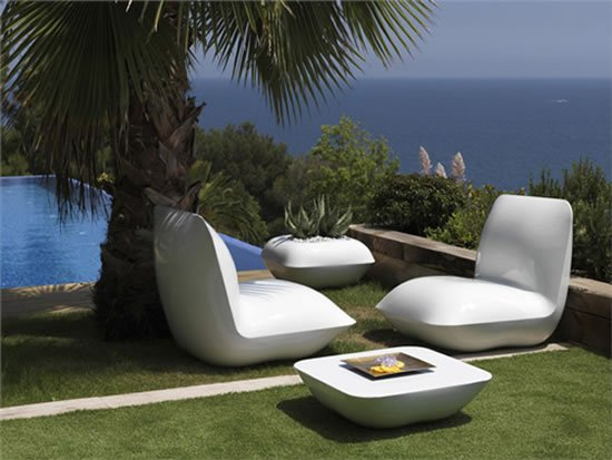 vondom-pillow-patio-furniture-lighted-3.jpg