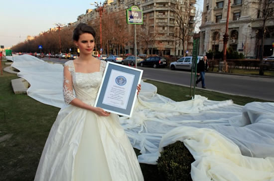 wedding_dress_with_the_longest_train_2.jpg