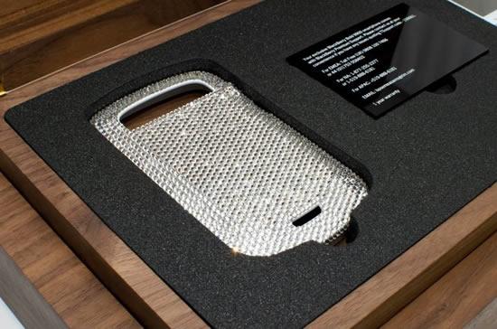 white_BlackBerry_Bold_9900_smartphone_crystal_case_1.jpg