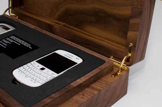 white_BlackBerry_Bold_9900_smartphone_crystal_case_5.jpg