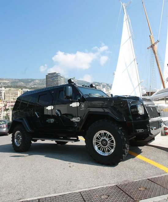 world's-most-luxurious-armoured-limo-3.jpg