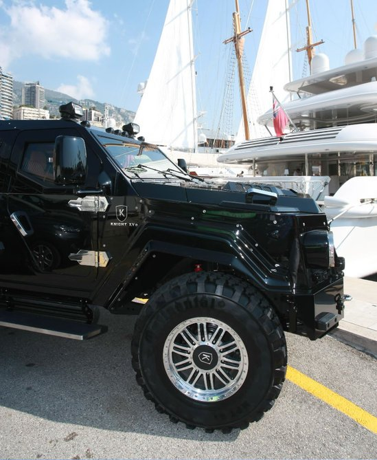world's-most-luxurious-armoured-limo-4.jpg