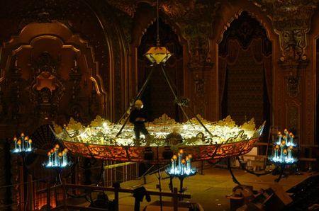 worlds_largest_chandelier_3.jpg