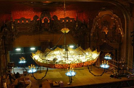 worlds_largest_chandelier_4.jpg