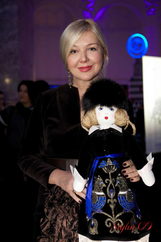 yulia-yanina-with-her-​​doll.jpg