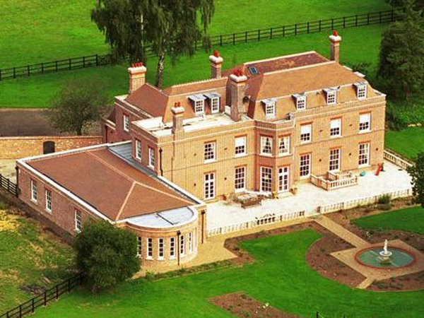 Beckingham Palace to go on sale as David and Victoria Beckham move to London