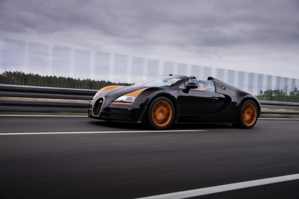 bugatti veyron 16 4 grand sport vitesse sets the record as the world 39 s fa. Black Bedroom Furniture Sets. Home Design Ideas