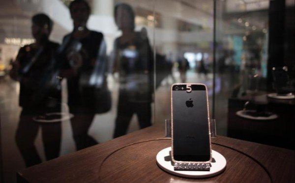 Bespoke Diamond studded iPhone 5 woos the affluent Chinese