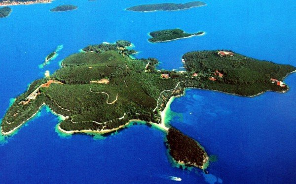 Private Island where Jackie Kennedy married Aristotle Onassis sold for $154 million