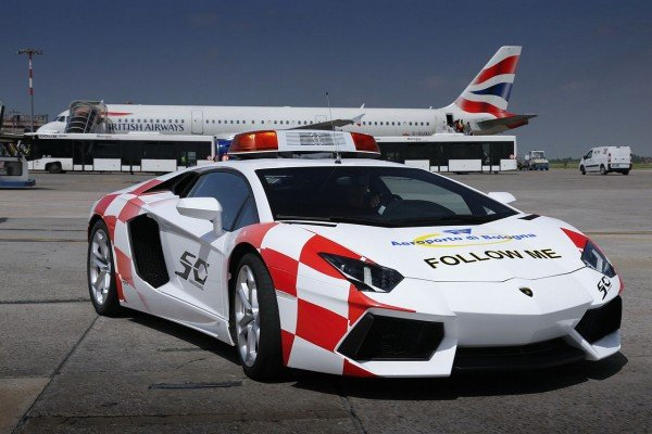 lamborghini-aventador-becomes-bologna-airport-vehicle-1