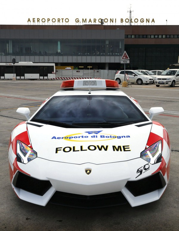 lamborghini-aventador-becomes-bologna-airport-vehicle-2