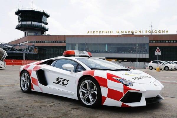 lamborghini-aventador-becomes-bologna-airport-vehicle-3