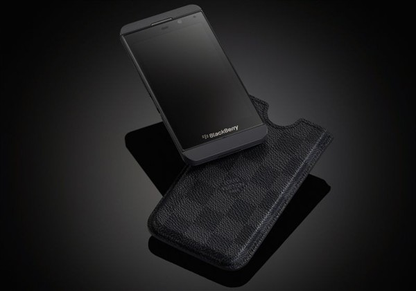 louis-vuitton-blackberry-z10-case-3