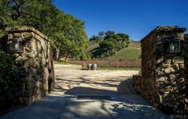 Rupert Murdoch Purchases Moraga Vineyards In Los Angeles